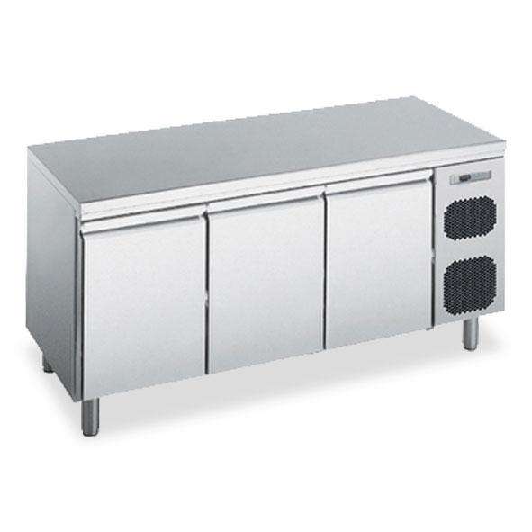 Polaris freezer counter cabinet three door kstbt03